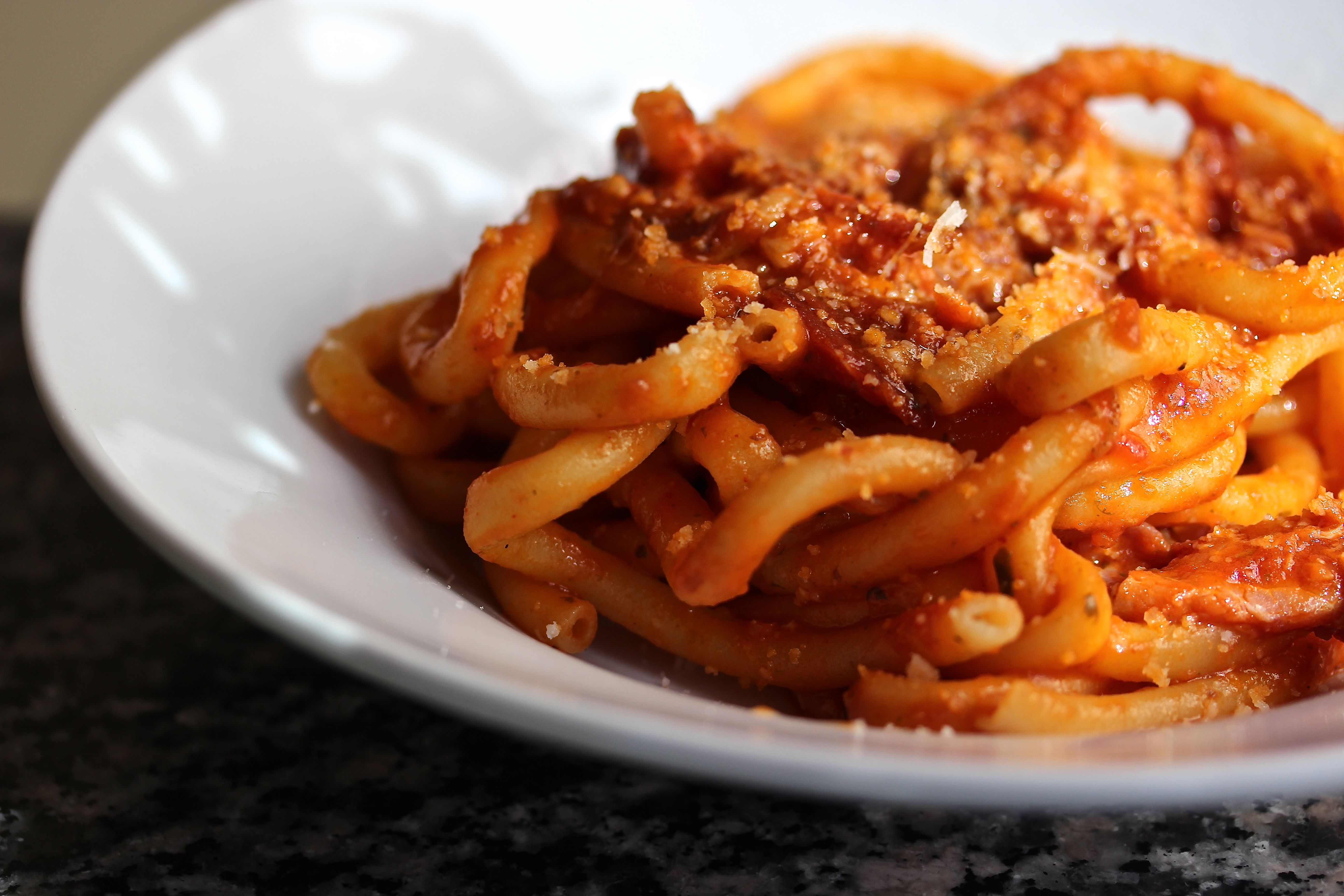 Bucatini all'Amatriciana and the History of Rome in 3:35 minutes ...